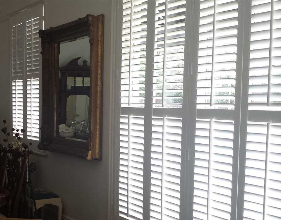 Plantation shutters interior sydney rialto aluminum shutters for Interieur shutters