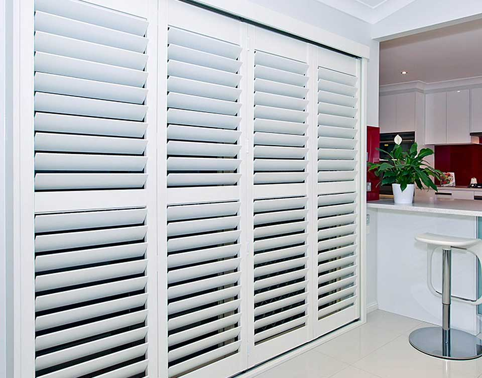 Pin interior plantation shutters bi fold applications on for Interieur shutters